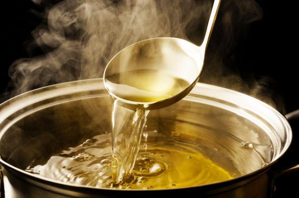 鍋料理やおでんの「だし」を使った焼酎のだし割は寒い季節におすすめ!